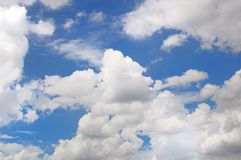 White clouds in the blue sky Royalty Free Stock Photography