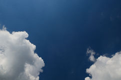 White clouds left and right Royalty Free Stock Photography
