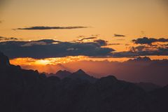 White Clouds and Mountains during Sunset Royalty Free Stock Photos