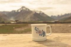 White coffee cup with snow mountain Royalty Free Stock Images