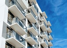 Free White Color Apartment House Home Residential Building Complex Real Estate Royalty Free Stock Photos - 141981828