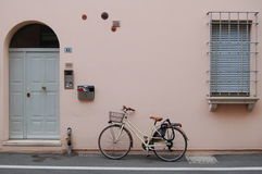 White Commuter Bike Lending on Beige Painted Building during Daytime Royalty Free Stock Photography
