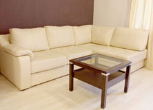 White corner leather sofa and coffee table. Royalty Free Stock Photos