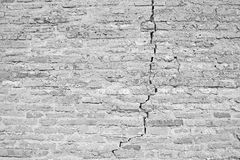 White cracked brick wall background Royalty Free Stock Images
