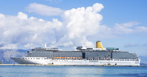 White cruise ship Royalty Free Stock Images