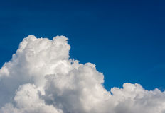 White cumulus clouds in the blue sky for. Background usage Royalty Free Stock Photos