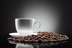 White cup with coffee beans on black Royalty Free Stock Photos