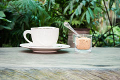 White cup of coffee and cane sugar Royalty Free Stock Photos