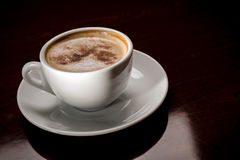 White cup of freshly brewed coffee in cafeteria Royalty Free Stock Photos
