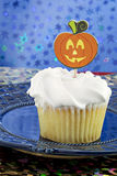 White cupcake with Jack-O-Lantern on top Stock Photography