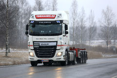 White DAF XF Trucking in Snowfall Royalty Free Stock Photography