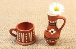 White daisy in brown ceramic vase on jute canvas Stock Images