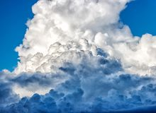 White dense clouds in the bright blue sky Royalty Free Stock Photography