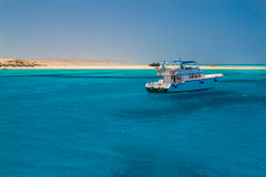 The white excursion yacht moored beside the island Paradise Royalty Free Stock Photography