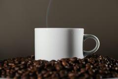 white för bönakaffekopp Arkivbilder