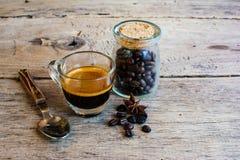 white för bana för bakgrundskaffekopp espresso isolerad Royaltyfria Bilder