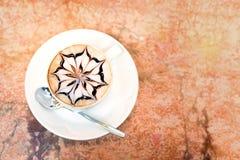 white för bana för kopp för bakgrundscappuccinokaffe isolerad Arkivfoto