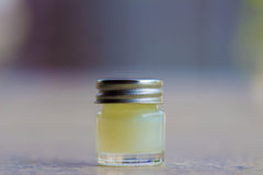 white för bana för medicin för lock för etikett för blank för flaska 100ml clipping för brown barnsäker glass bland annat isolera Royaltyfri Fotografi