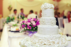 white för bröllop för bakgrundscake inre Arkivfoton