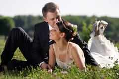 white för brudbrudgumbröllop Fotografering för Bildbyråer