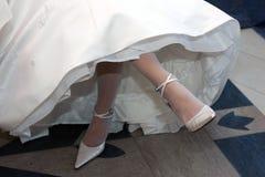 white för brudklänningbröllop royaltyfri bild