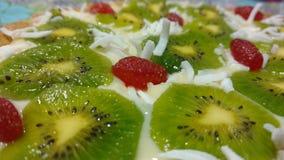 white för cakefruktisolering royaltyfri foto
