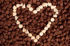 white för chipchokladhjärta Royaltyfri Bild