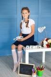 white för flickaisoalteskola tillbaka skola till Arkivbild