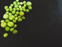 white för fröskida för ärtor för bakgrundskulor grön Arkivfoto