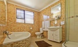 white för härlig färg för badrum modern Royaltyfria Foton