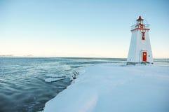 white för hus för kanadensare 3 ljusröd Fotografering för Bildbyråer