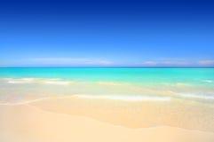 white för idyllisk sand för strand tropisk Arkivfoto