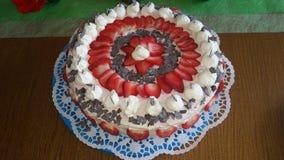 white för jordgubbe för bakgrundscake platta tjänad som Arkivbilder