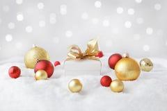 white för julgåvaisolering fotografering för bildbyråer