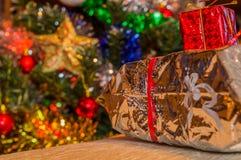 white för julgåvaisolering Arkivbilder