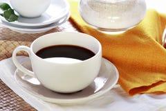 white för kopp för svart kaffe arkivfoton