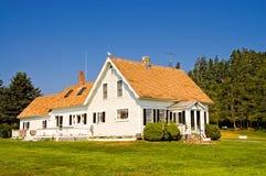 white för landshus arkivfoto