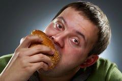 white för man för äta för bröd korpulent hungrig arkivfoto