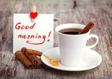 white för morgon för kappa för flicka för dressing för kaffekopp Arkivfoto