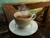 white för morgon för kappa för flicka för dressing för kaffekopp Fotografering för Bildbyråer