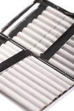 white för objekt för bakgrundsfall cigarett isolerad Royaltyfria Bilder