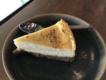 white för platta för driftstopp för efterrätt för cakeostCherry läcker Royaltyfri Fotografi