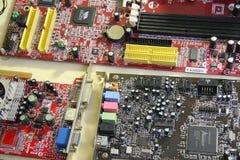 white för skruvmejsel för reparation för adapterdatordiagram isolerad Arkivbilder