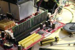 white för skruvmejsel för reparation för adapterdatordiagram isolerad Arkivfoton