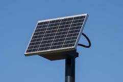 white för sun för panel för energi hand isolerad sol- royaltyfria bilder