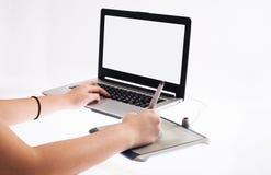 white för tablet för bakgrundsdiagram hand isolerad Royaltyfria Bilder
