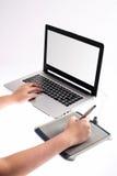 white för tablet för bakgrundsdiagram hand isolerad Arkivbild