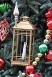 white för tree för prydnadar för jul för bakgrundsboll ljus Arkivbilder