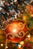 white för tree för prydnadar för jul för bakgrundsboll ljus Arkivfoton