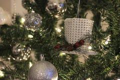 white för tree för prydnadar för jul för bakgrundsboll ljus Royaltyfri Foto